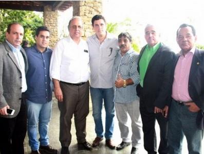 No mês passado, Pezão se reuniu com membros da oposição