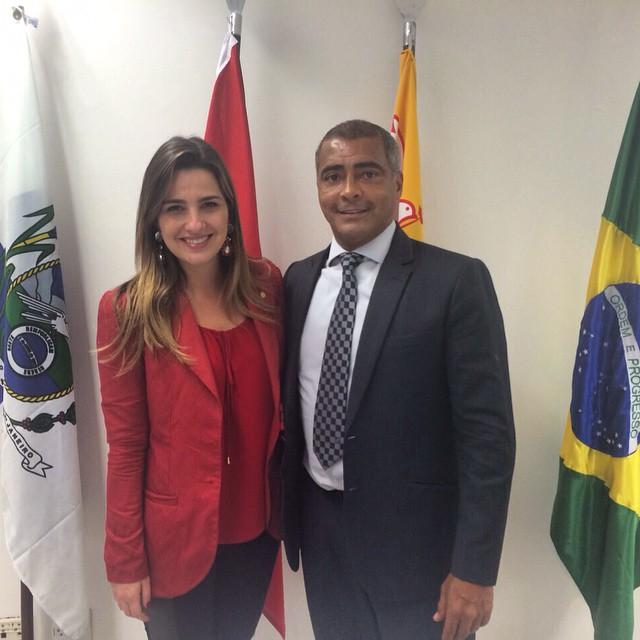 Recentemente, Romário recebeu Clarissa em seu gabinete e foi bombardeado por internautas, que não gostaram da aproximação com a filha do ex-governador Garotinho