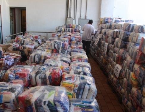 Instituições receberam cestas básicas da Feijoada