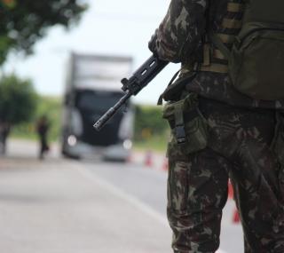 Forças de segurança na BR 101