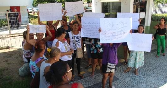 Protesto das marisqueiras em frente a Prefeitura