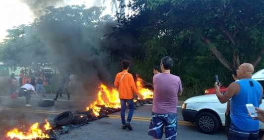 Integrantes do MST bloquearam BR 356, Campos/SJB, em ato contra prisão