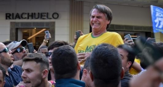 Bolsonaro foi esfaqueado durante ato de campanha em Minas Gerais
