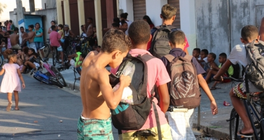 Entrega dos doces aconteceu na rua Severino Lessa