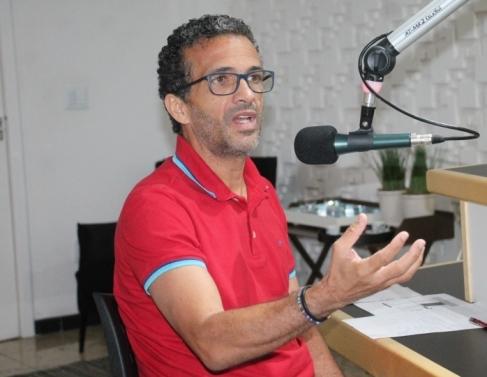José Maria no estúdio da Folha FM 98,3