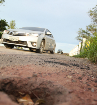 Motoristas insistem em passar pela rodovia