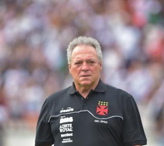 Abel voltará a escalar titulares do Vasco
