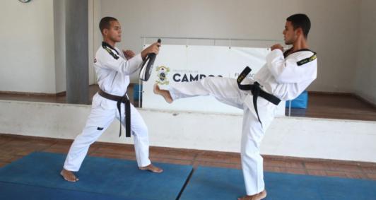 Projeto começou nesta segunda-feira (23) com orientações sobre taekwondo