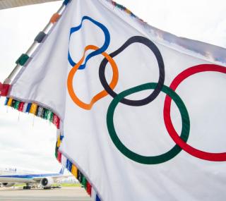 Bandeira dos arcos olímpicos