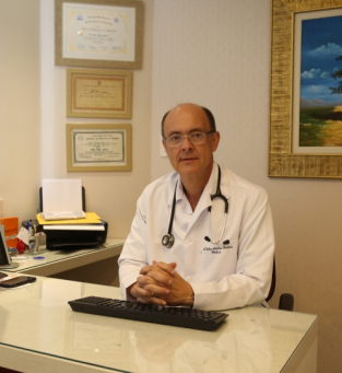 Infectologista Nélio Artiles