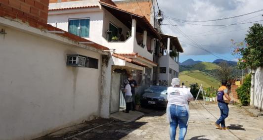 Distribuição de máscaras e álcool em gel em São Fidélis