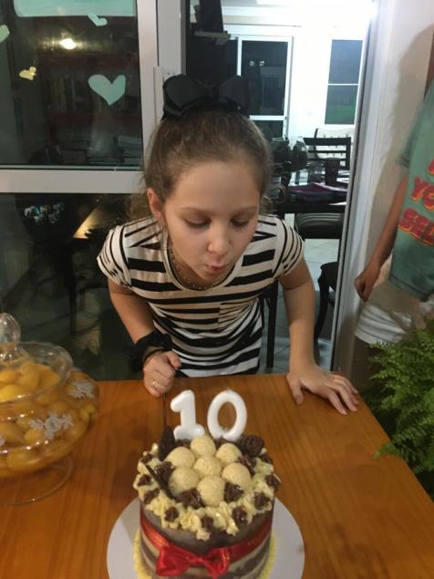 Luiza Auler Lazzarotto comemora os 10 anos com festa virtual
