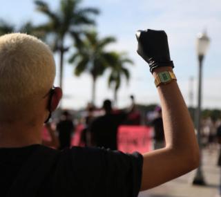 Manifestação antirracista no Centro de Campos