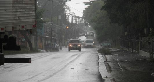 Alagamento na av. Souza Mota (Fotos: Genilson Pessanha)