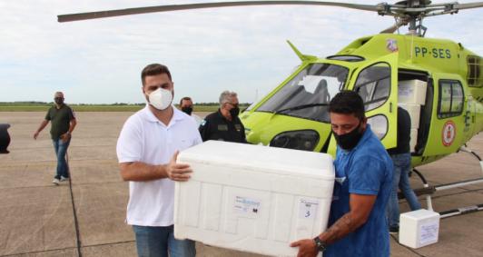 Campos recebe vacinas (Foto: Divulgação/Paulo Pinheiro)