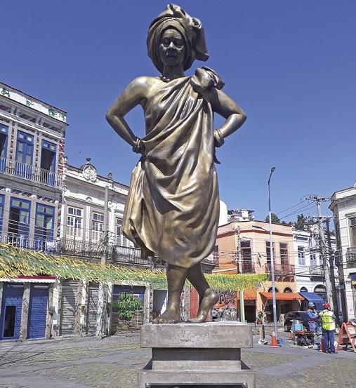 Estátua de Mercedes Baptista na Zona Portuária do Rio