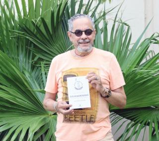 João Vicente lança novo livro